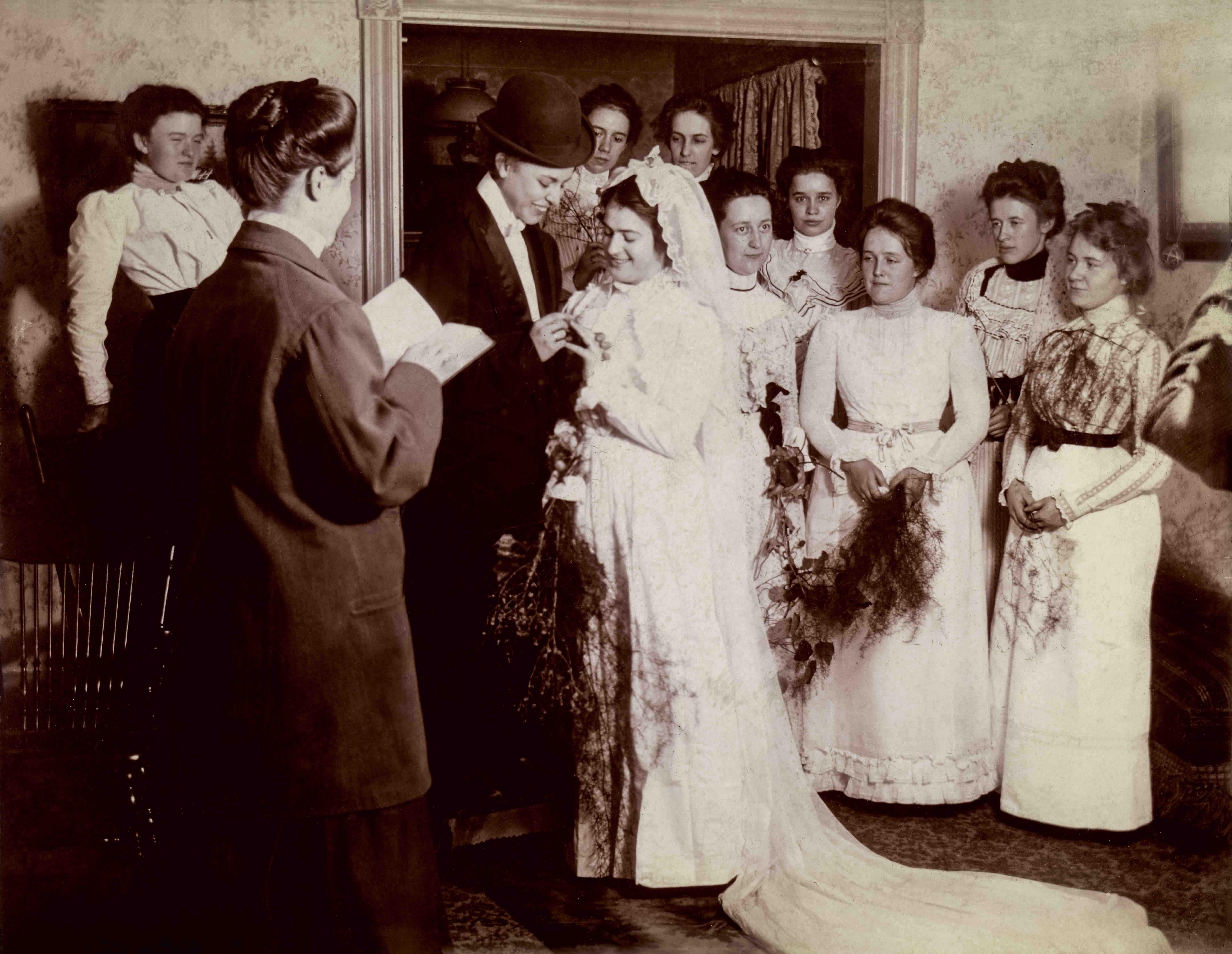 Mock wedding, United States, circa 1900. © Sebastian Lifshitz Collection