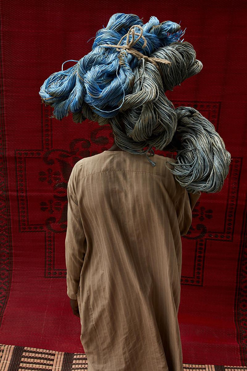 Lorenzo Vitturi, Plastic Blue Thread and Red Praying Mat, 2017