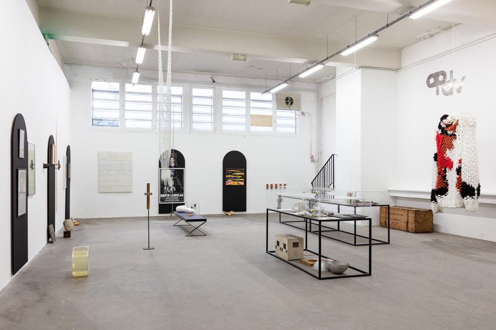 Installation view Michel François and Richard Venlet, Salle des Pas-Perdus at DOC