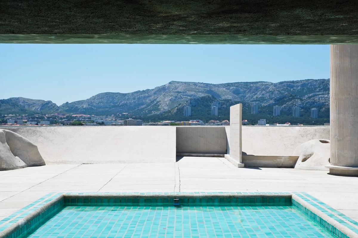 Rooftop Pool at Le Corbusier's Cité Radieuse ©Pixabay