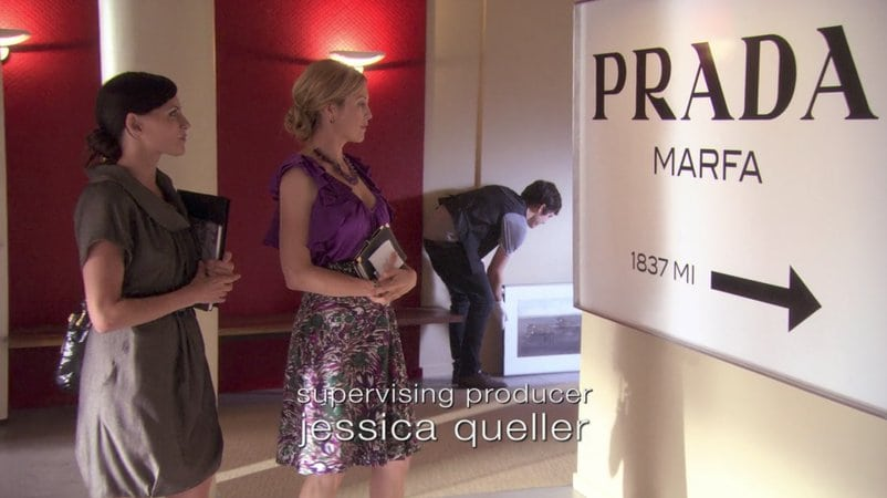 Still from Gossip Girl featuring Elmgreen and Dragset's Prada Marfa sign