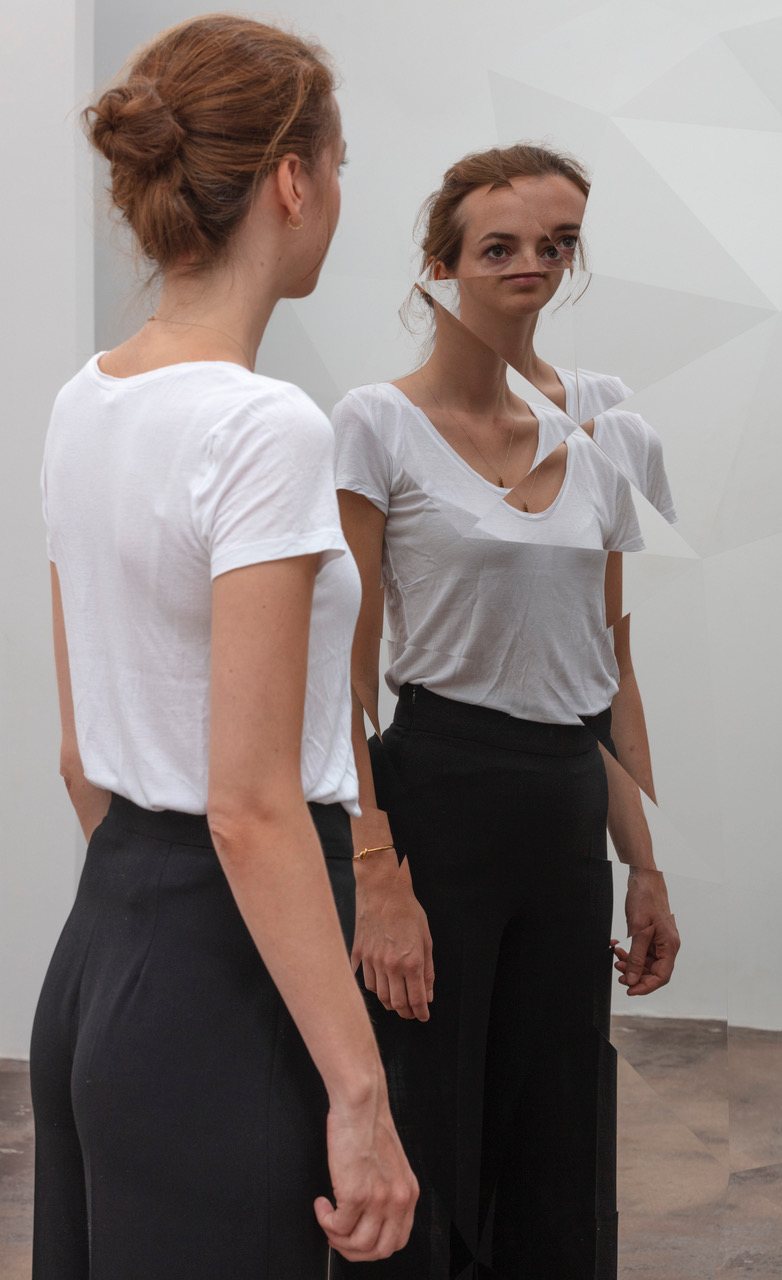 Jeppe Hein, Fragmented Circle, 2018, Courtesy the artist and Galleri Nicolai Wallner, Copenhagen