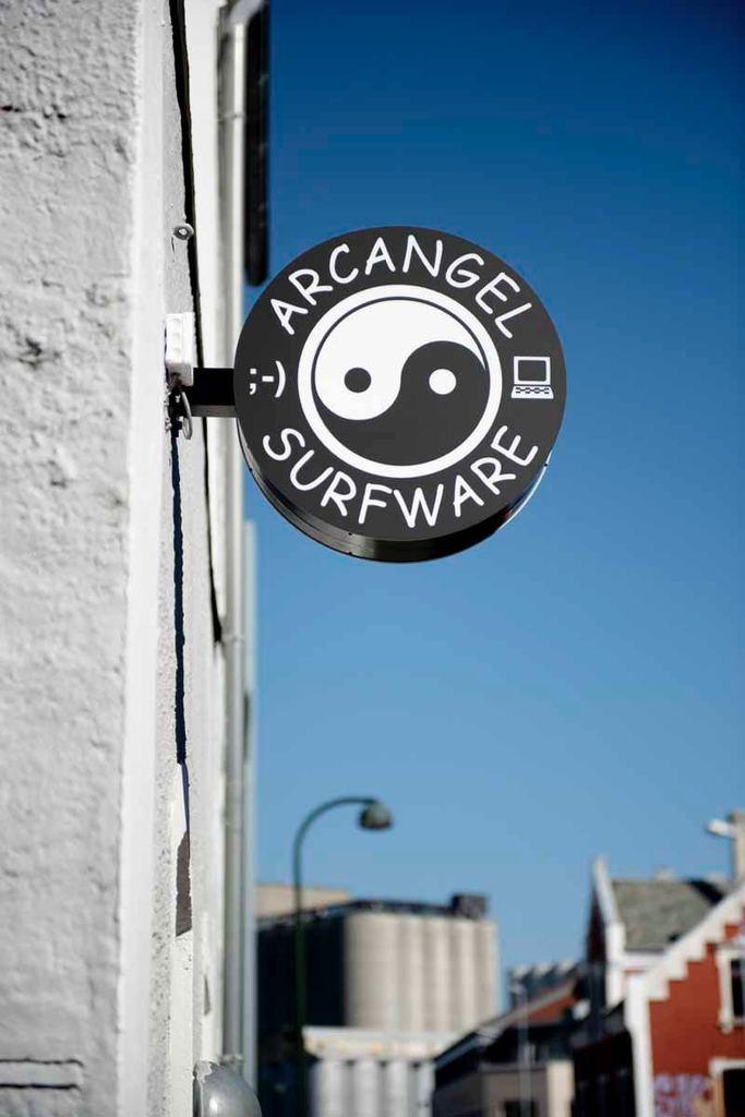 Cory Arcangel, Arcangel Surfware Flagship store in Norway