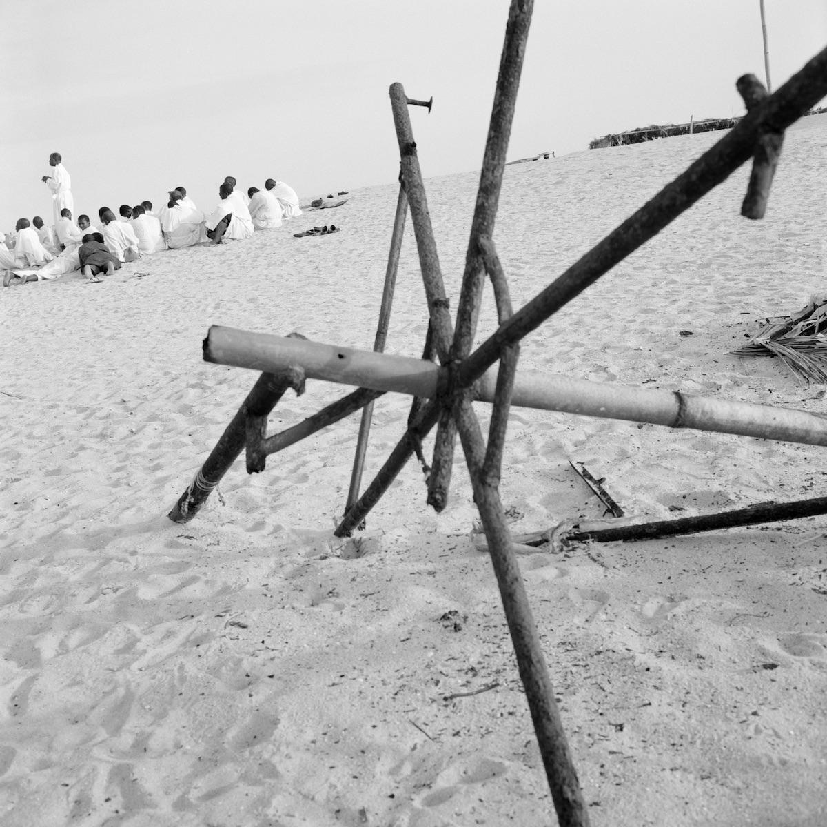 Akinbode Akinbiyi, Bar Beach, Victoria Island, Lagos, 2004 © the artist