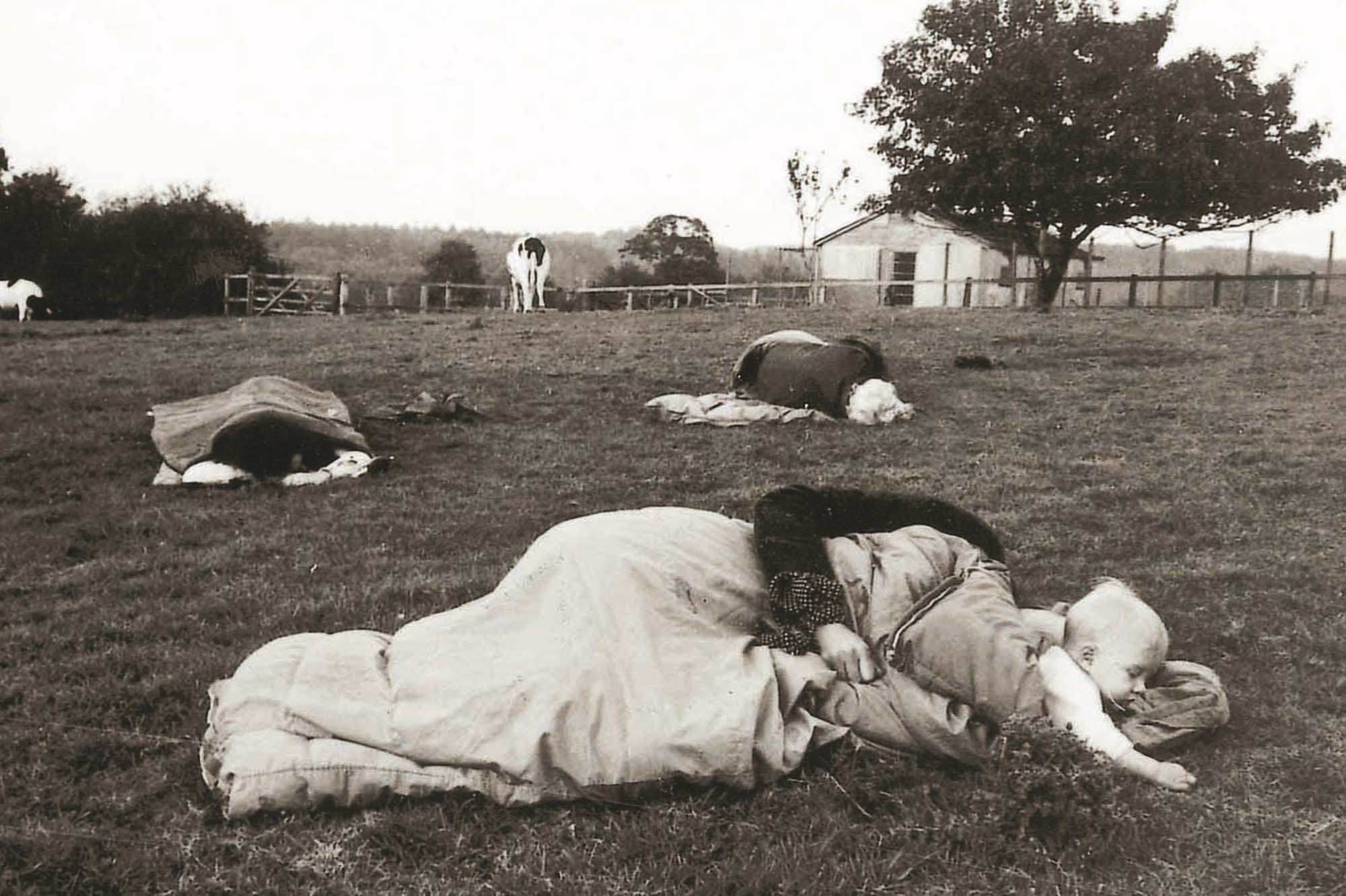 Susan Hiller, Dream Mapping, 1974. Participants sleeping in a field at Purdies Farm, Hampshire © The Estate of Susan Hiller