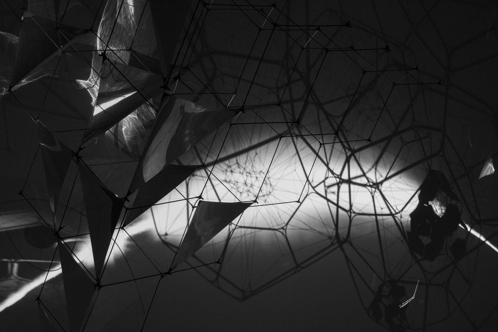 Tomás Saraceno ON AIR, solo exhibition at Palais de Tokyo, Paris, 2018, curated by Rebecca Lamarche-Vadel. Courtesy the artist; Andersen's, Copenhagen; Esther Schipper, Berlin; Pinksummer Contemporary Art, Genoa; Ruth Benzacar, Buenos Aires; Tanya Bonakdar Gallery, New York. © Photography Studio Tomás Saraceno, 2018