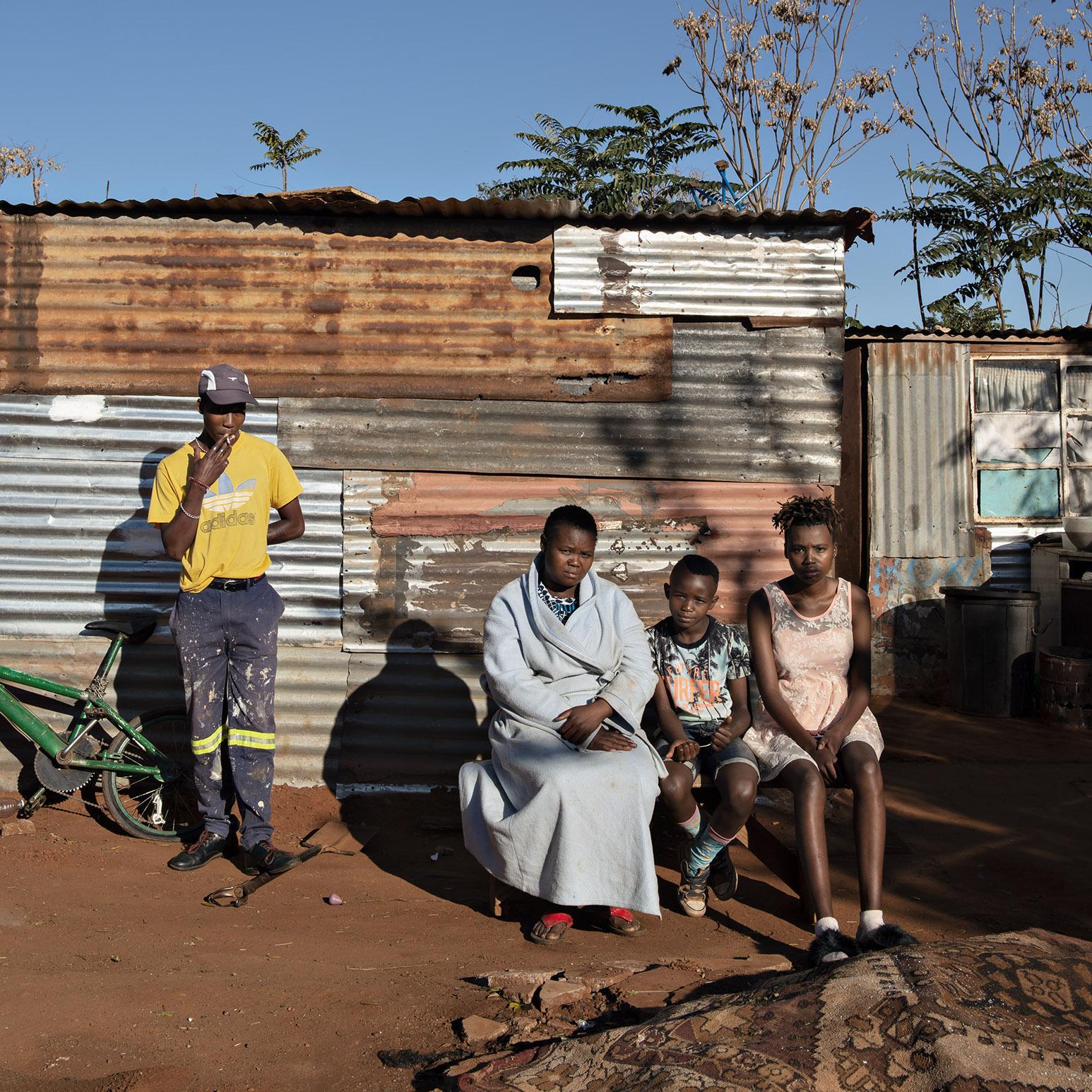Lebohang Raethole, Boitumelo Mathibu and Her Kids. Waterworks, Soweto, 2020 © Jabulani Dhlamini and Goodman Gallery London, Johannesburg, Cape Town