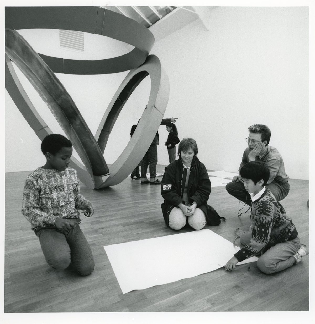 Jocelyn Clarke and Stephen Nelson leading a workshop with primary school pupils during the Bruce Nauman exhibition, 16 January – 8 March 1987, Whitechapel Gallery. Whitechapel Gallery Archive.