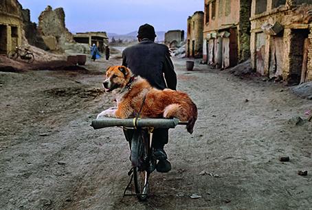 Steve McCurry, Kabul, Afghanistan, 2002. © 2021 Steve McCurry/Magnum Photo. Courtesy Thames & Hudson