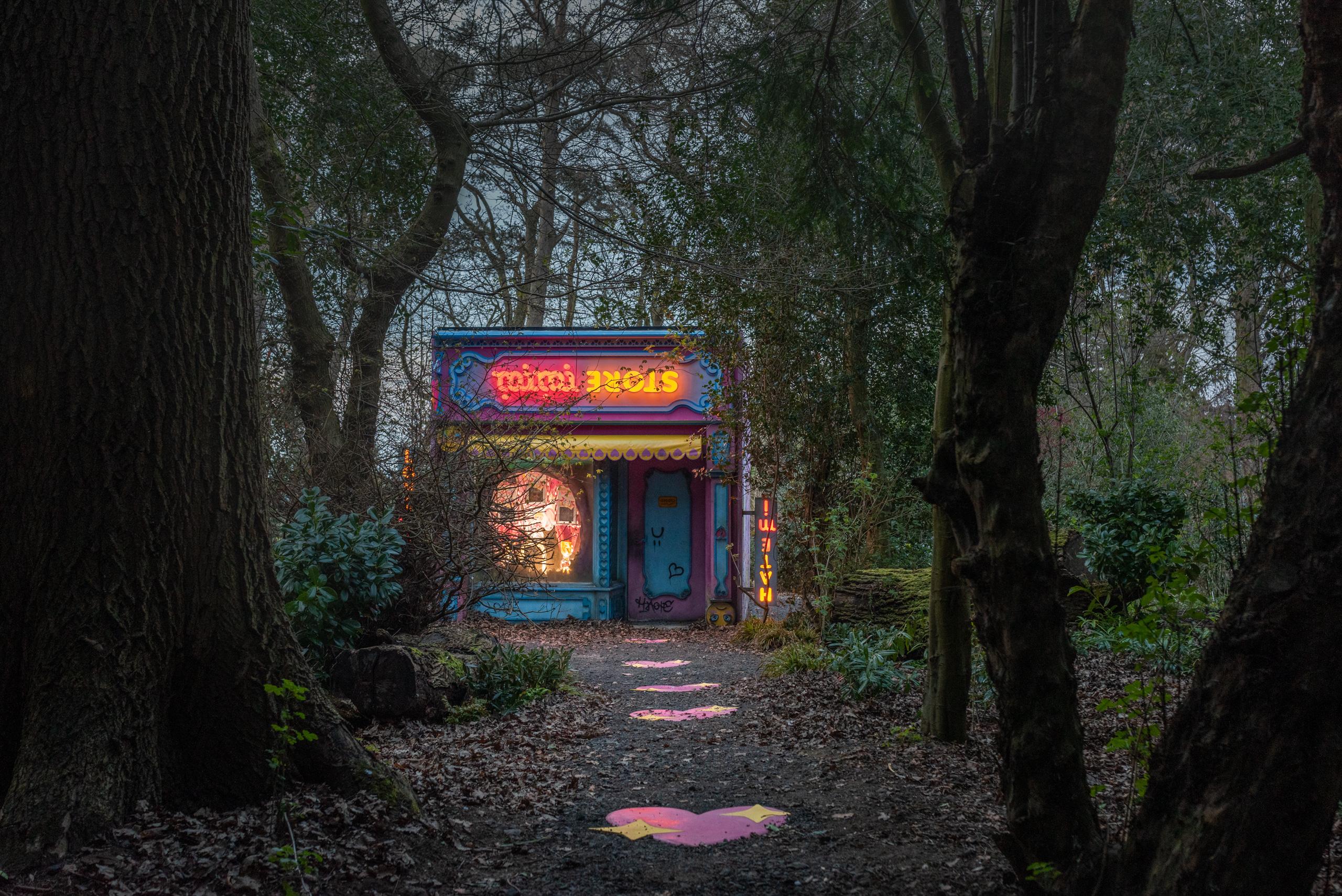 upside mimi ᴉɯᴉɯ uʍop, Rachel Maclean, 2021. Image, Amelia Claudia, courtesy, Jupiter Artland