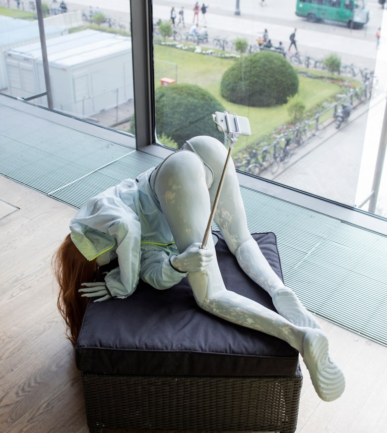 Anna Uddenburg, Transit Mode–Abenteuer, 2014–16, installation view. Courtesy Berlin Biennale for Contemporary Art. Photo by Timo Ohler